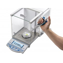 Accuris Analytical Balance, 210 grams, readability 0.0001grams, 230V, EA /1